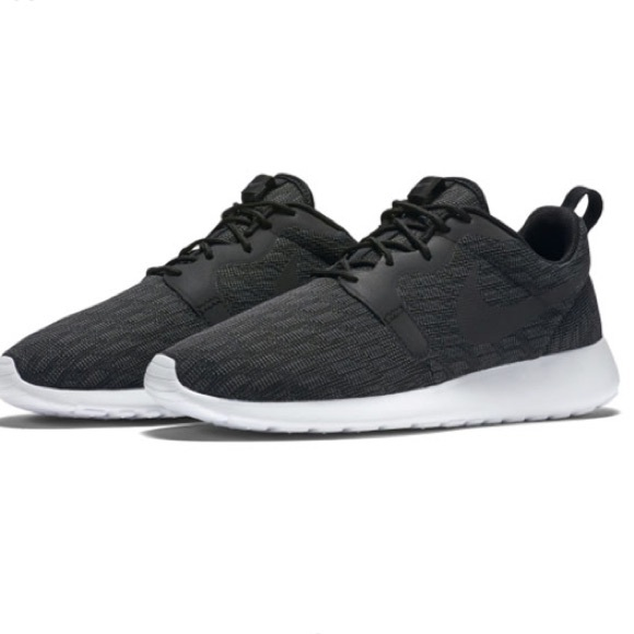13068a48c7e3 Men s Nike Roshe One Jacquard Knit Shoes. M 5a80cea95521be7ad48ea11d